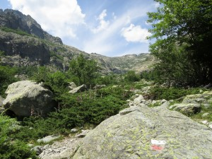Or turn around and look at the landscape without any obstacle, just the steep, polished valley sides of granite. The red and white mark is the characteristic sign that shows the path of the GR20.