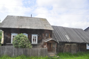 Brown tar walls and ornamented window sills: Houses in the Russian countryside all look the same.