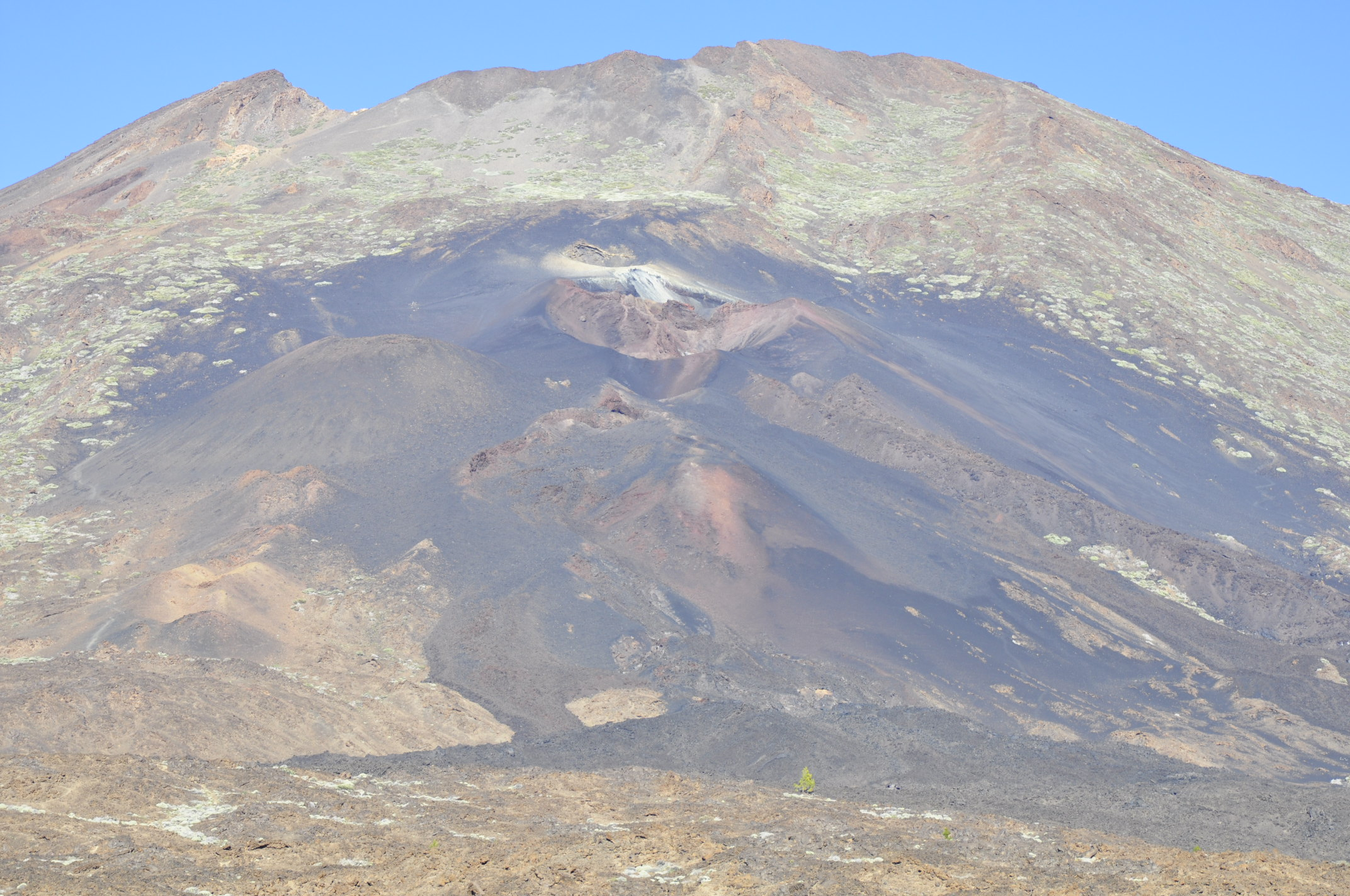 Black lavas of the 1789 flank eruption.